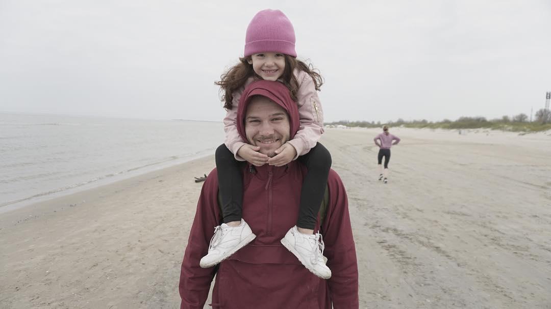 Макс Корж с дочкой